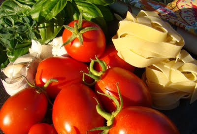 Post image for Meatless Monday – Quick Tomato Sauce and Pappardelle